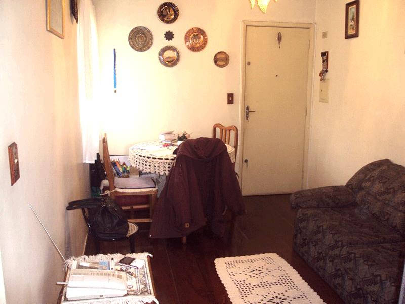 Jabaquara, Apartamento Padrão-Sala com dois ambientes, piso de madeira e armários planejados.