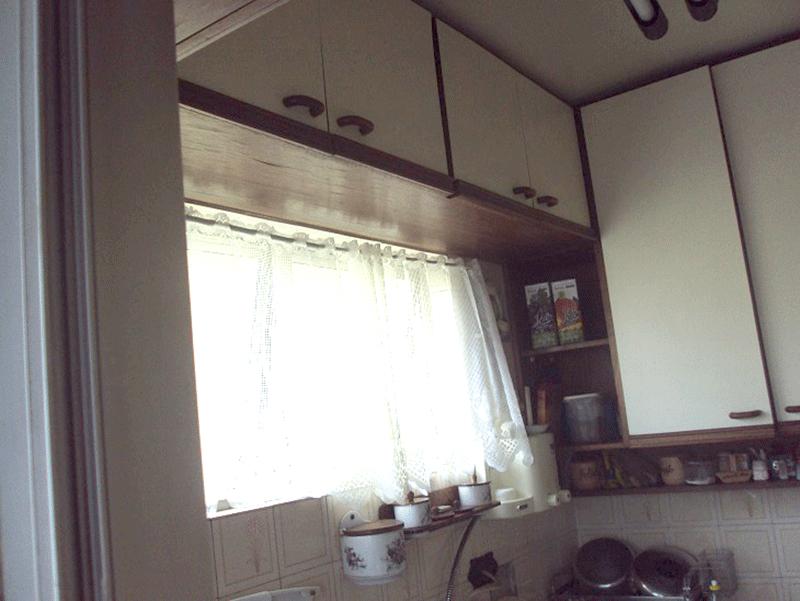 Jabaquara, Apartamento Padrão-Cozinha com piso de cerâmica, pia de pedra, gabinete e armários planejados.