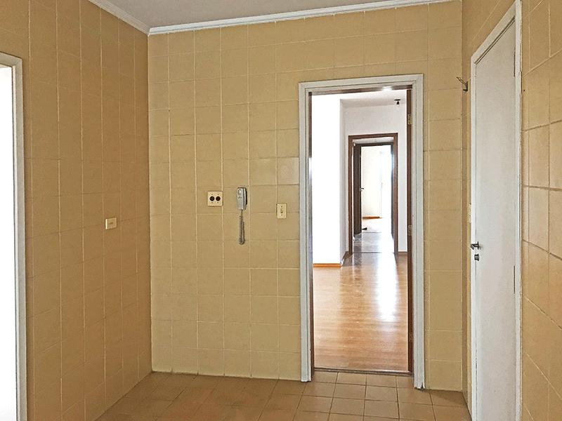 Ipiranga, Apartamento Padrão-Cozinha com piso de cerâmica, teto com moldura de gesso e pia de granito.