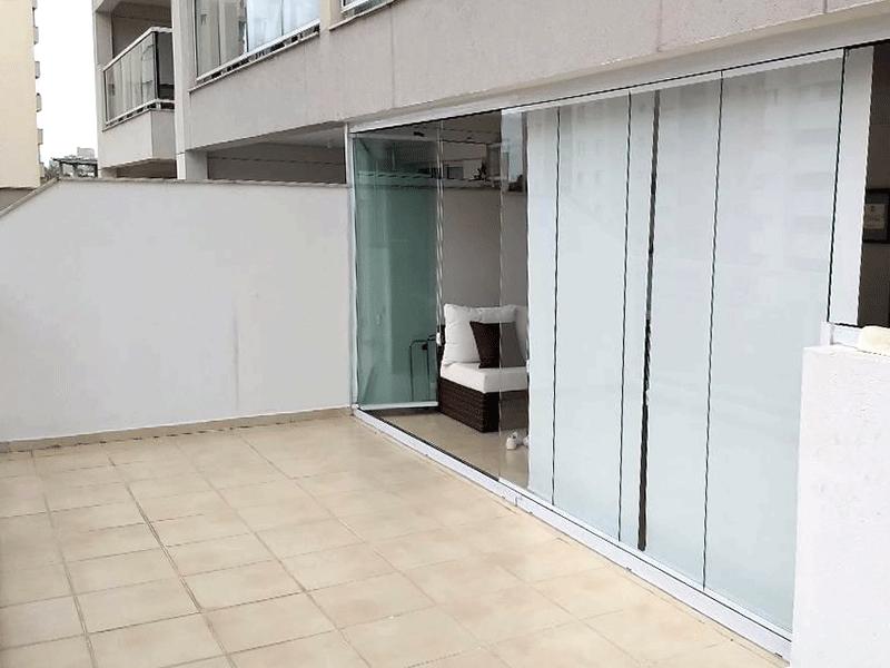 Jabaquara, Apartamento Garden-Varanda gourmet com piso de cerâmica, pia de granito, gabinete e armário planejado.