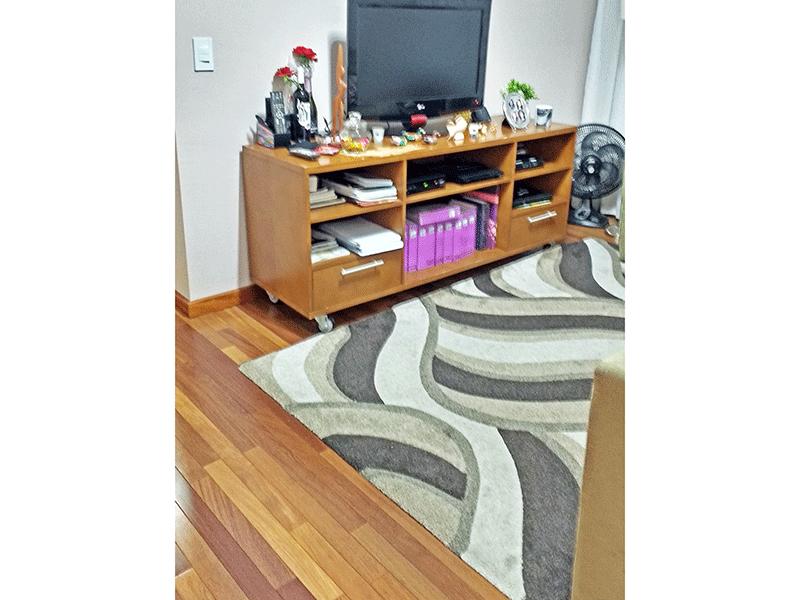 Jabaquara, Apartamento Padrão - Sala com dois ambientes, piso de madeira e teto com moldura de gesso.