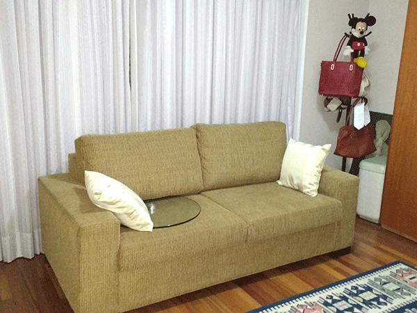 Jabaquara, Apartamento Padrão-2º dormitório com piso de madeira, teto com moldura de gesso e armários planejados.