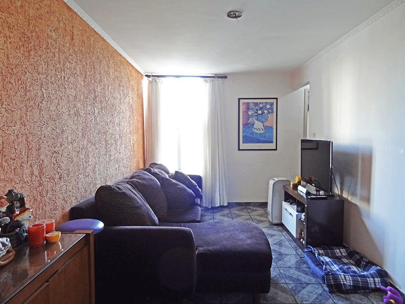 Cursino, Apartamento Padrão - Sala com dois ambientes, piso de cerâmica e teto com moldura de gesso.