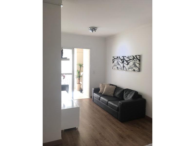 Sacomã, Apartamento Padrão - Sala com dois ambientes, piso laminado e teto com moldura de gesso.