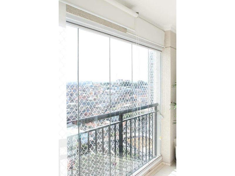 Sacomã, Apartamento Padrão-Varanda gourmet com piso de cerâmica, teto com moldura de gesso, fechamento de vidro e tela de proteção.
