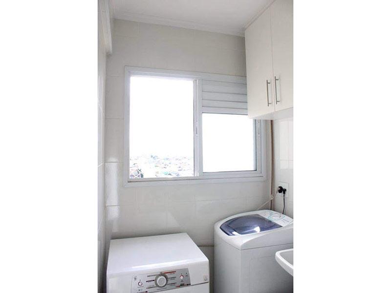 Sacomã, Apartamento Padrão-Área de serviço com piso de cerâmica, teto com moldura de gesso e armários planejados.