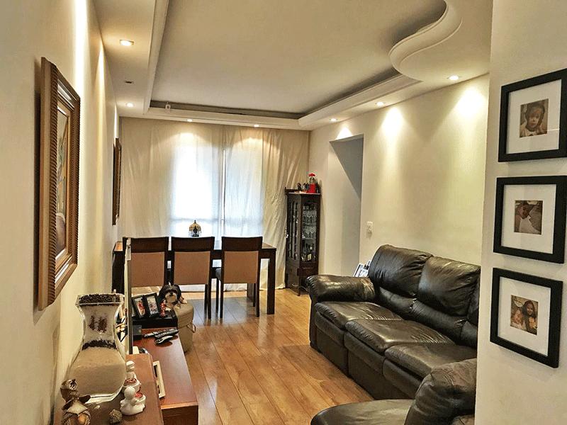 Ipiranga, Apartamento Padrão - Sala com dois ambientes, piso de madeira, teto sanca de gesso e iluminação embutida.
