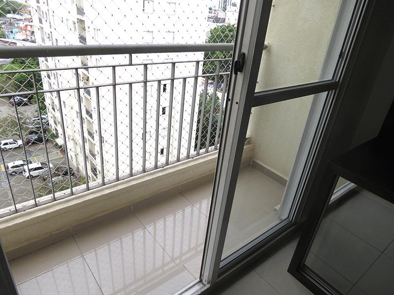 Sacomã, Apartamento Padrão-Varanda com piso de porcelanato e tela de proteção.