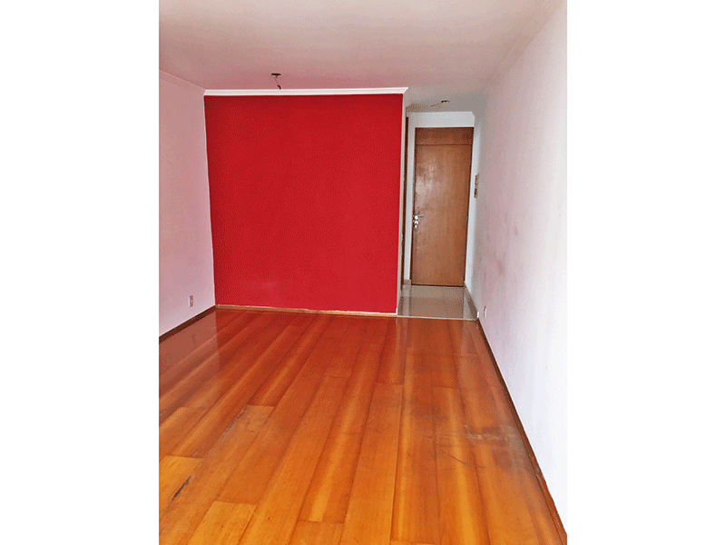 Sacomã, Apartamento Padrão - Sala com dois ambientes, piso de madeira e teto com moldura de gesso.