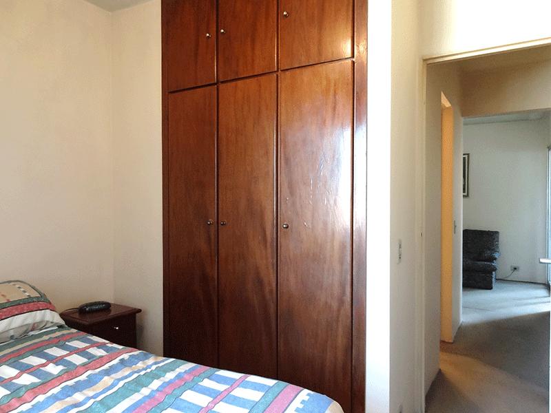 Jabaquara, Apartamento Padrão-Dormitório com piso de carpete e armários planejados.
