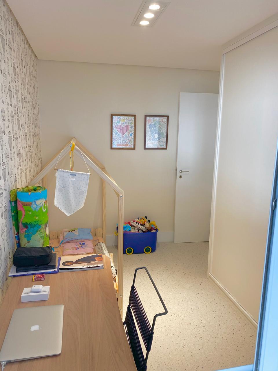Ipiranga, Apartamento Padrão-3º quanto com piso de cerâmica Portinari, sanca de gesso e armários embutidos.