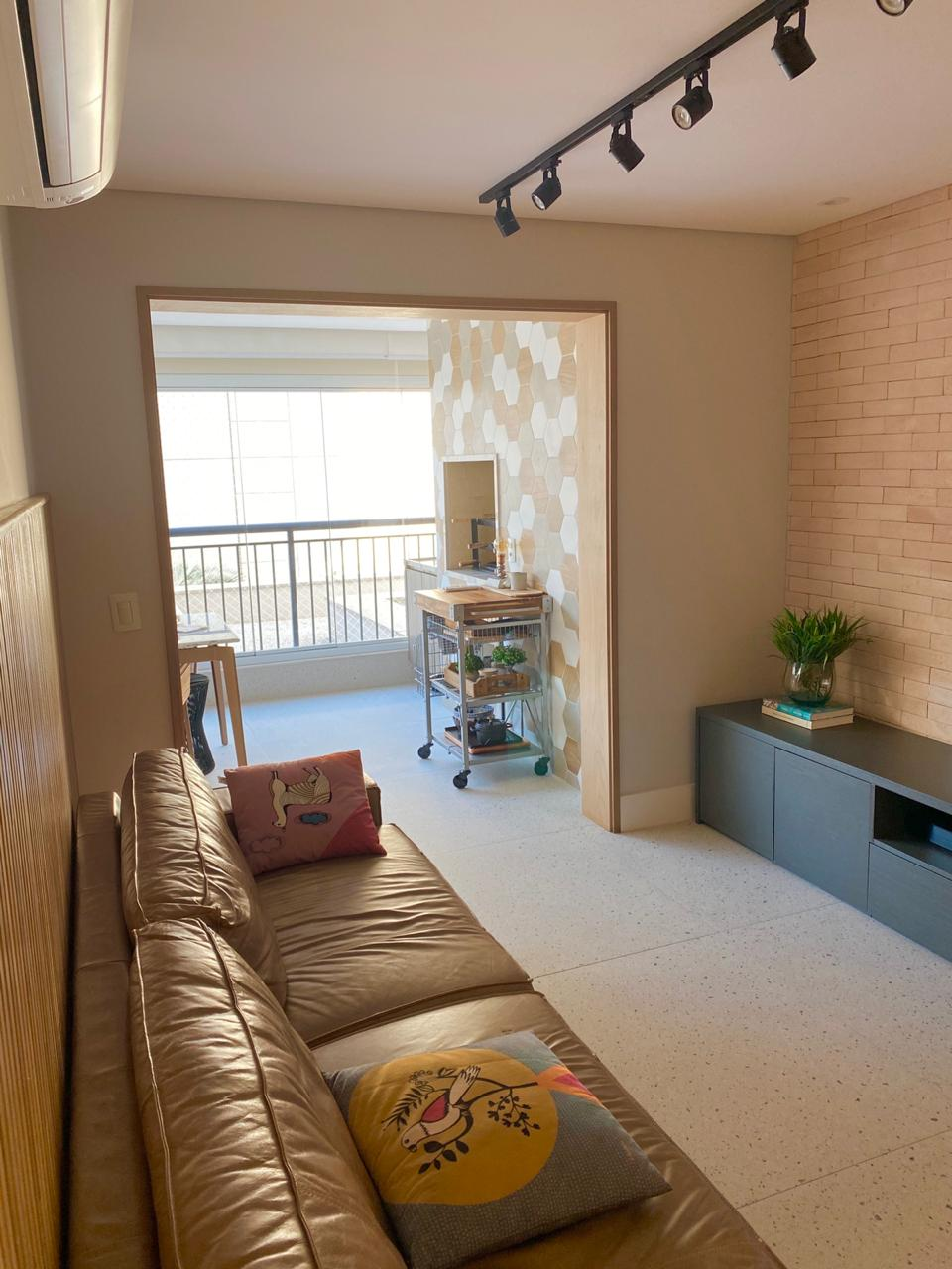 Ipiranga, Apartamento Padrão-Sala 2 ambientes com piso cerâmica Portinari, sanca de gesso e iluminação embutida, ar condicionado e acesso à varanda