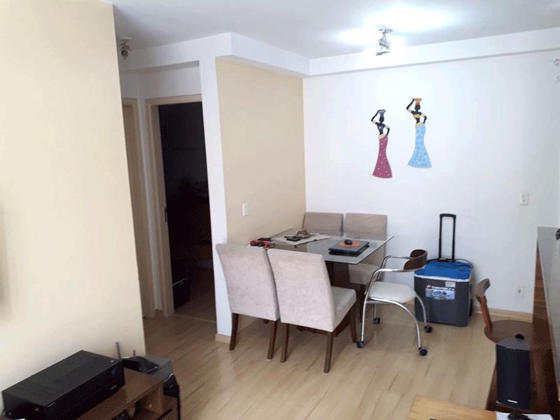 Sacomã, Apartamento Padrão-Sala com dois ambientes e piso laminado.