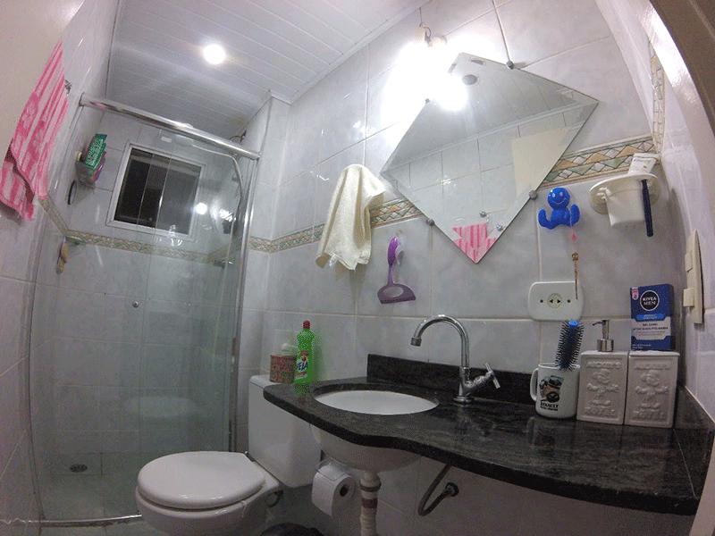 Jabaquara, Apartamento Padrão-Banheiro com piso de cerâmica, teto com moldura de gesso, pia de granito e box de vidro.