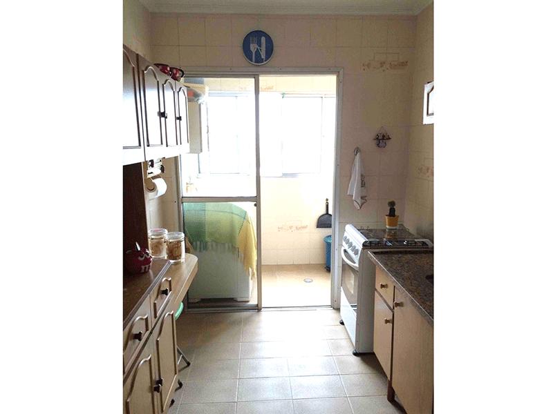 Sacomã, Apartamento Padrão-Cozinha com piso de cerâmica, pia de granito e gabinete.