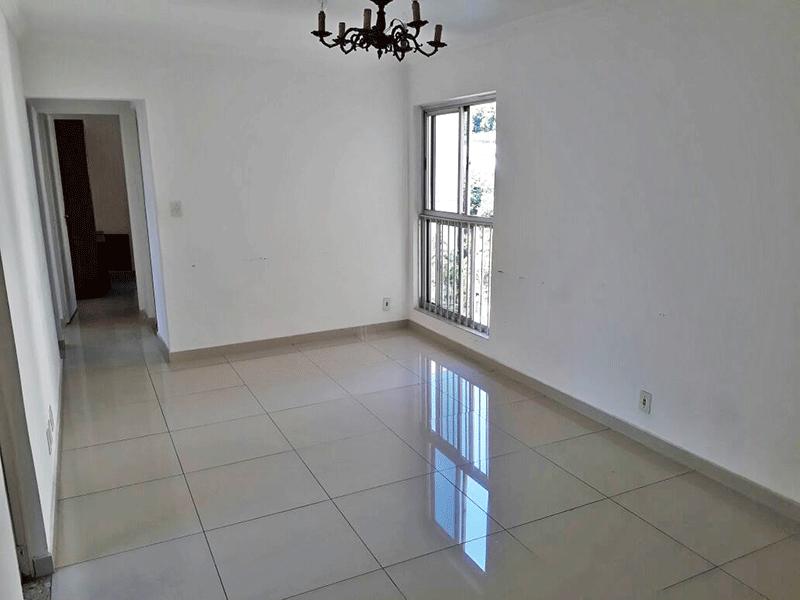 Sacomã, Apartamento Padrão - Sala com dois ambientes, piso de porcelanato e teto com moldura de gesso.
