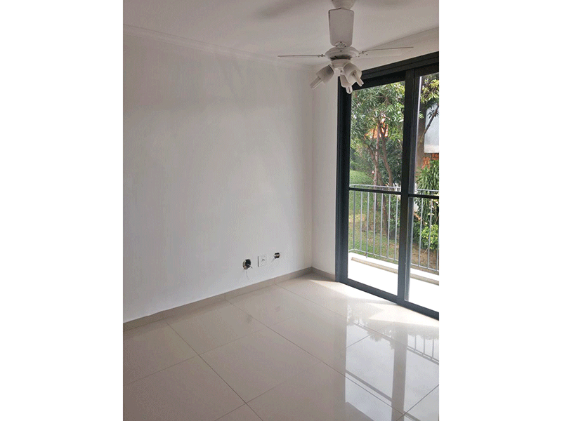 Sacomã, Apartamento Padrão-Sala com dois ambientes, piso de porcelanato e teto com moldura de gesso.