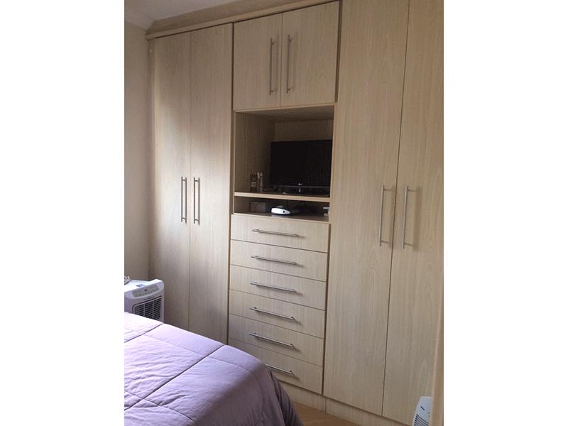 Sacomã, Apartamento Padrão-1º dormitório com piso laminado, teto com moldura de gesso e armários planejados.