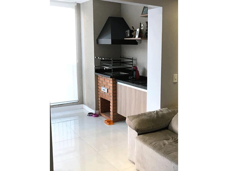 Ipiranga, Apartamento Padrão-Varanda com piso de porcelanato, pia de granito, gabinete e churrasqueira.
