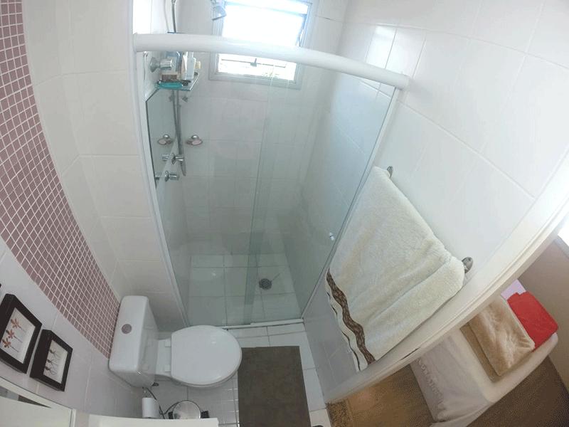 Sacomã, Apartamento Padrão-Banheiro da suíte com piso de cerâmica e box de vidro.