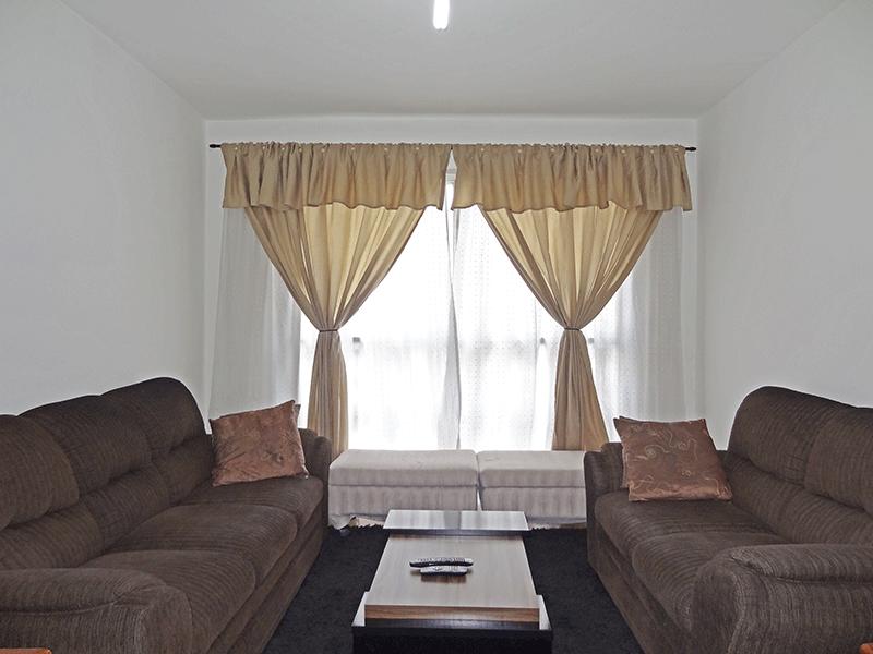 Jabaquara, Apartamento Padrão-Sala com dois ambientes, piso de cerâmica e armários planejados.