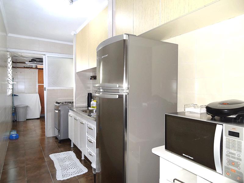 Jabaquara, Apartamento Padrão-Cozinha com piso de cerâmica, teto com moldura de gesso e armários planejados.