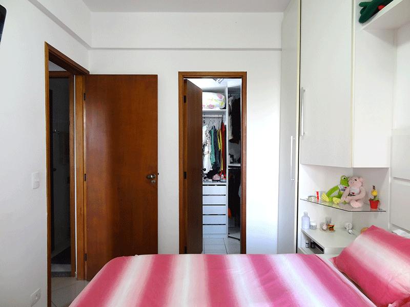 Ipiranga, Apartamento Padrão-Suíte com piso de porcelanato e armários planejados.