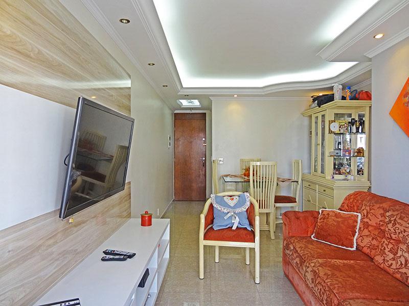 Sacomã, Apartamento Padrão - Sala com dois ambientes, piso de porcelanato, teto sanca com moldura de gesso e iluminação embutida.