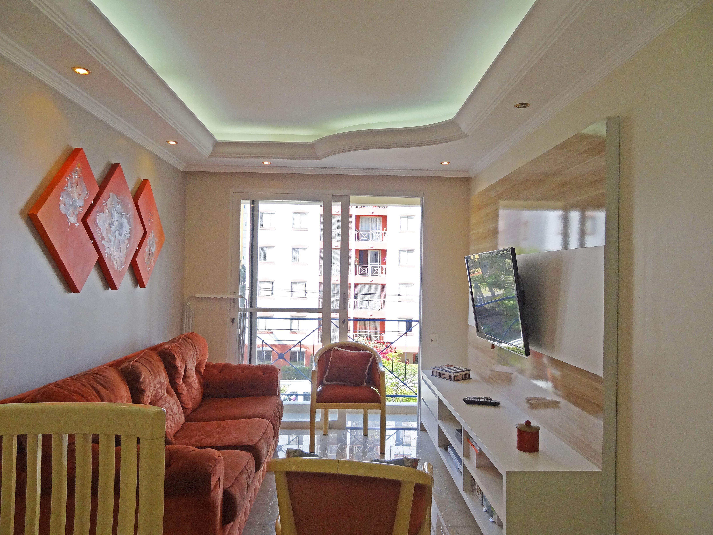 Sacomã, Apartamento Padrão-Sala com dois ambientes, piso de porcelanato, teto sanca com moldura de gesso e iluminação embutida.