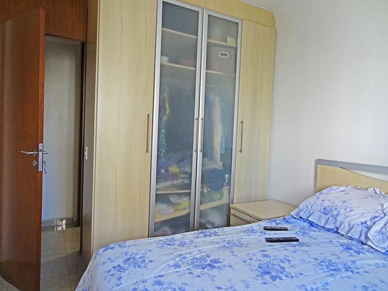 Sacomã, Apartamento Padrão-1º dormitório com piso de porcelanato, teto com moldura de gesso e armários planejados.