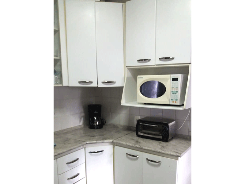 Sacomã, Apartamento Padrão-Cozinha com piso de cerâmica, teto com moldura de gesso, pia de granito e gabinete.