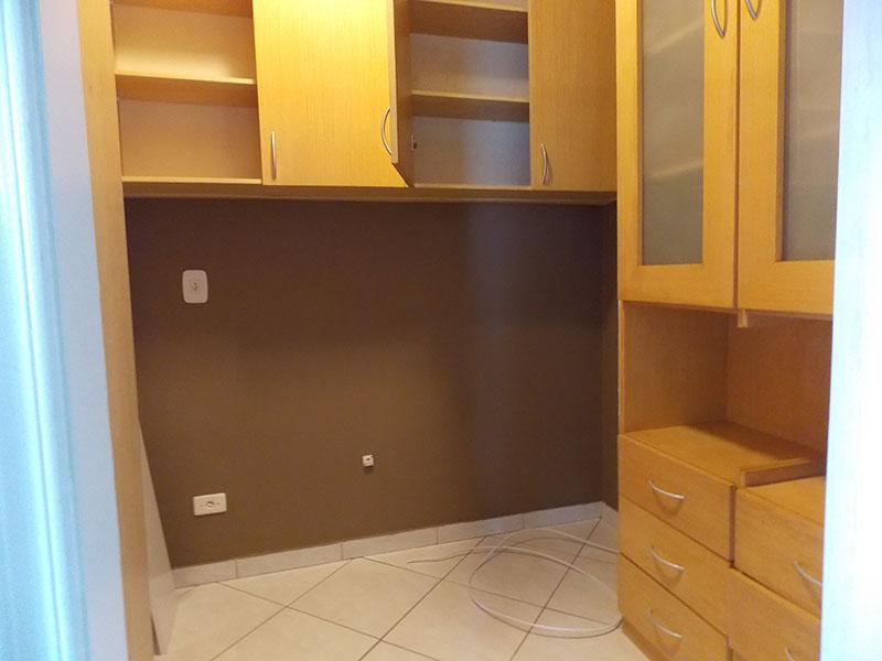 Sacomã, Apartamento Padrão-Dep. De empregada com piso de cerâmica e armários planejados.    .