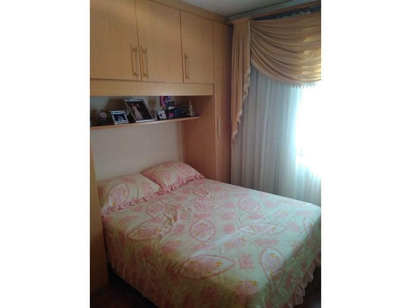 Sacomã, Apartamento Padrão - Dormitório com piso laminado, teto com moldura de gesso e armários planejados.