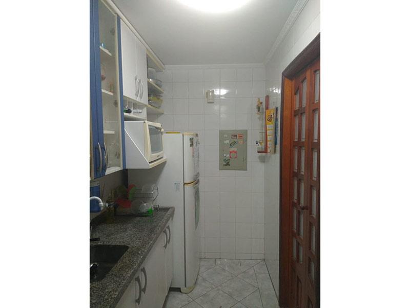 Sacomã, Apartamento Padrão-Cozinha com piso de cerâmica, teto com moldura de gesso, pia de granito, gabinete e armários planejados.