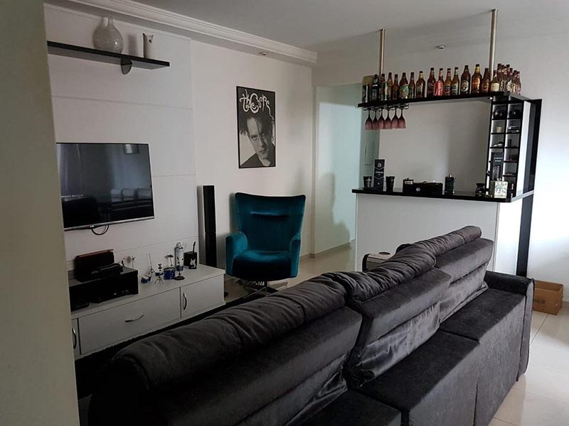Jabaquara, Apartamento Padrão-Sala com dois ambientes, piso de porcelanato, teto com moldura de gesso e iluminação embutida.