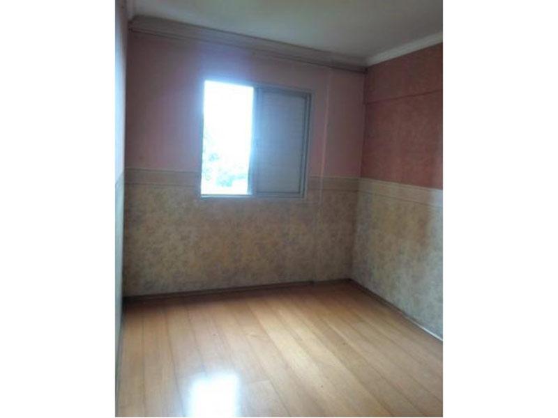 Sacomã, Apartamento Padrão-1º dormitório com piso laminado e teto com moldura de gesso.