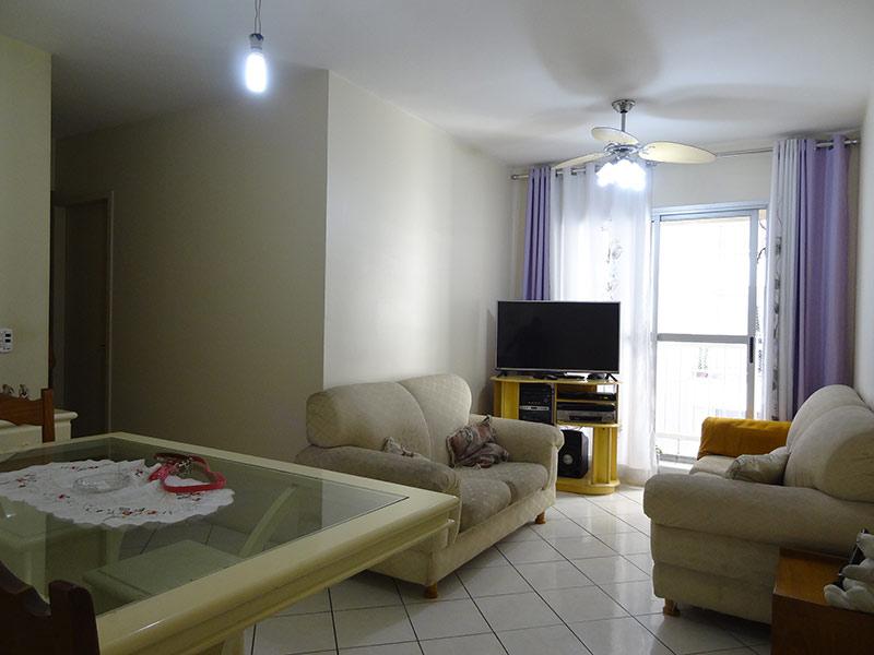 Ipiranga, Apartamento Padrão - Sala com dois ambientes e piso de cerâmica.