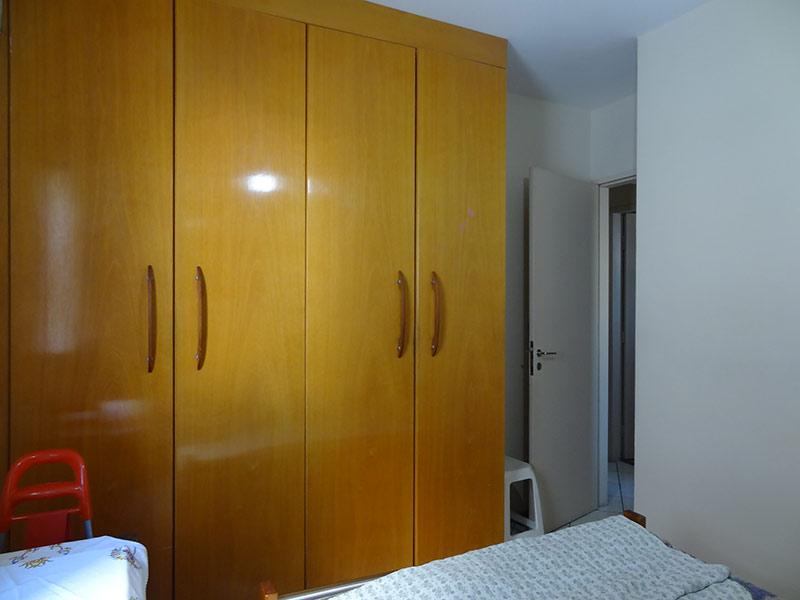 Ipiranga, Apartamento Padrão-1º dormitório com piso de cerâmica e armários planejados.