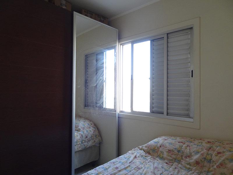 Ipiranga, Apartamento Padrão-3º dormitório com piso de cerâmica e teto com moldura de gesso.
