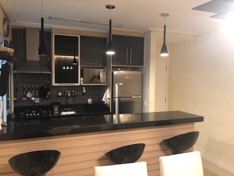 Ipiranga, Apartamento Padrão-Cozinha com piso de cerâmica, teto rebaixado, pia de granito, gabinete e armários planejados.
