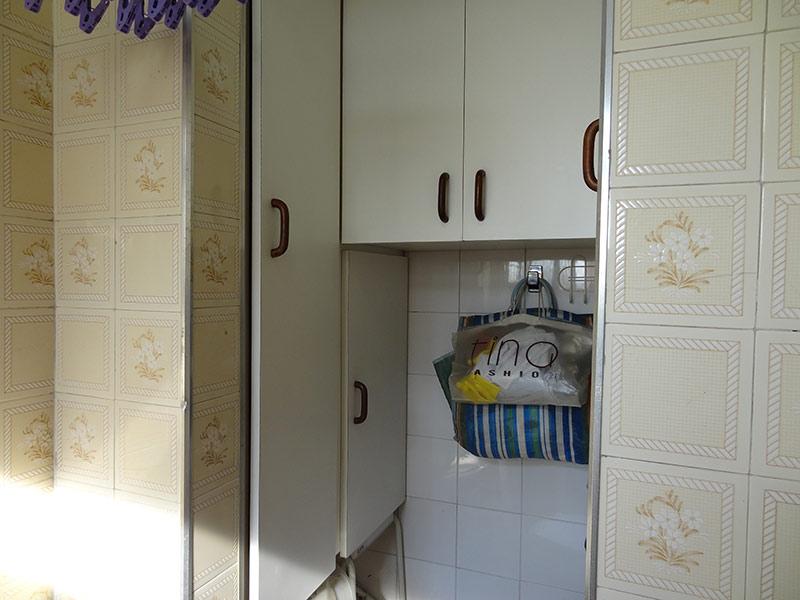Sacomã, Apartamento Padrão-Banheiro de serviço com piso de cerâmica e armários planejados.