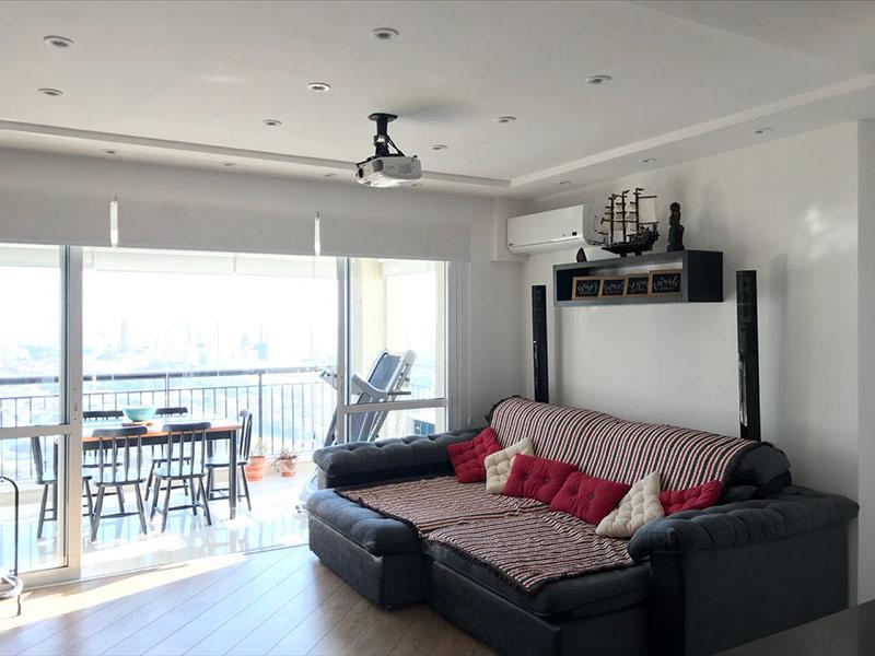 Sacomã, Apartamento Padrão - Sala com dois ambientes, piso de madeira, teto rebaixado e iluminação embutida.