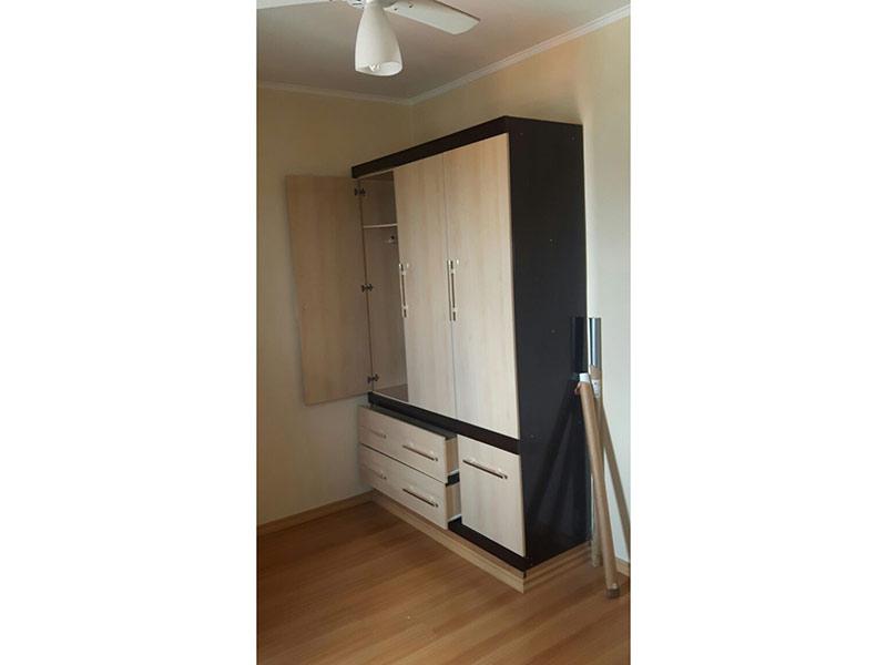 Sacomã, Apartamento Padrão-Dormitório com piso laminado e teto com moldura de gesso.