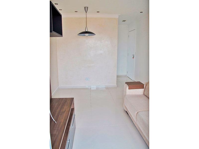 Sacomã, Apartamento Padrão-Sala com piso de porcelanato, teto com moldura de geso, iluminação embutida, armários planejados e acesso a varanda.
