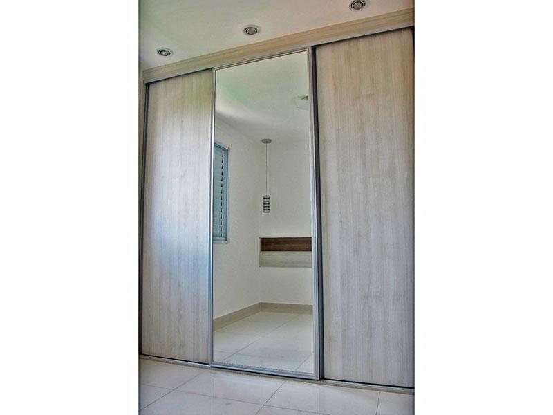 Sacomã, Apartamento Padrão-1º Quarto com piso de porcelanato, iluminação embutida e armários planejados.