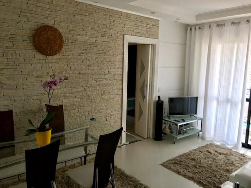 Ipiranga, Apartamento Padrão - Sala com dois ambientes, piso laminado, teto com moldura de gesso e iluminação embutida.