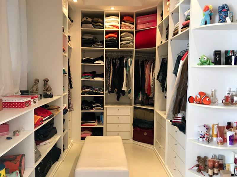 Ipiranga, Apartamento Padrão-Closet com piso laminado, teto com moldura de gesso e armários planejados (2º dormitório transformado em closet).