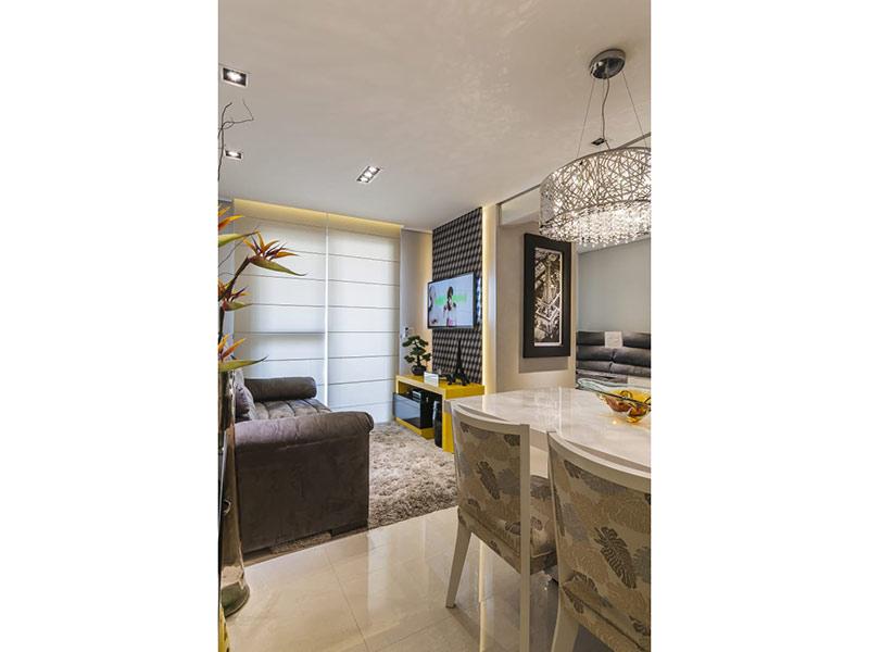 Sacomã, Apartamento Padrão - Sala com piso de porcelanato, teto com sanca, iluminação embutida e acesso a varanda.