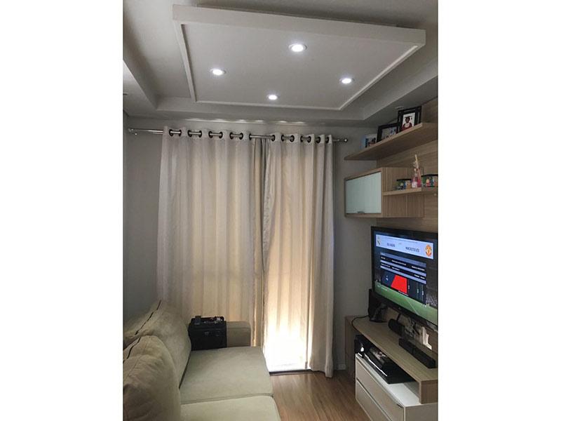 Sacomã, Apartamento Padrão - Sala ampliada com dois ambientes, piso laminado, teto rebaixado e iluminação embutida.