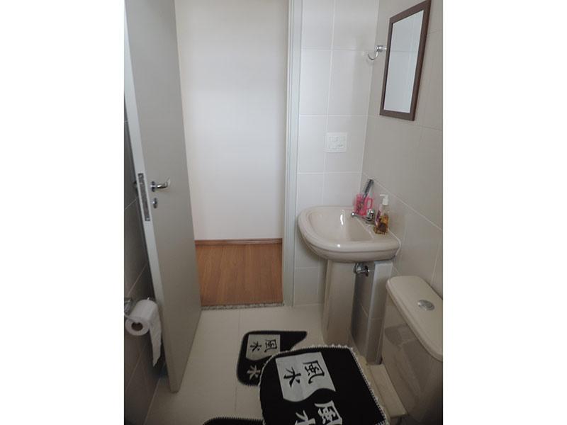 Jabaquara, Apartamento Padrão-Banheiro social com piso de porcelanato.